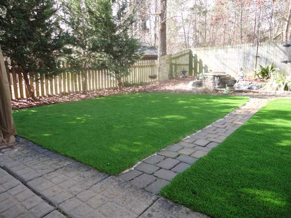 astro turf for dogs no stone will be left unturned when it comes to your synthetic grass installation so learn more about our greenville turf today nc synthetic turf pet and kid friendly grass