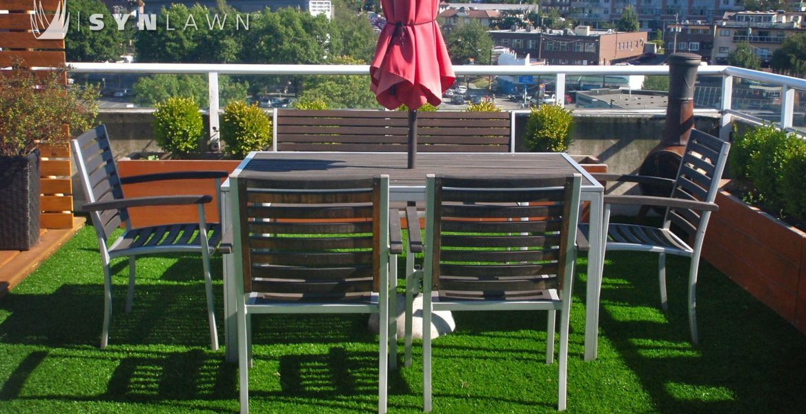 Artificial grass roof with table and chairs